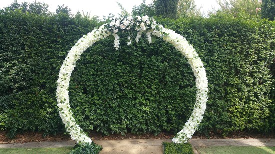 WHITE TRADITIONAL CIRCLE ARCH